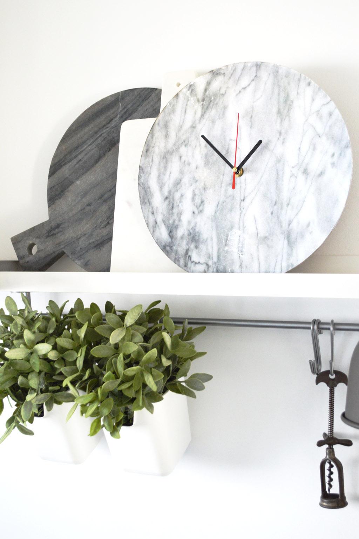 sieht echt aus diy marmor wanduhr mit photo patch selber machen. Black Bedroom Furniture Sets. Home Design Ideas