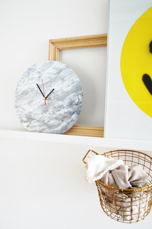 sieht echt aus - diy marmor wanduhr mit photo patch selber machen